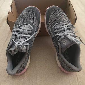 Running tennis shoes